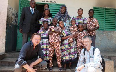 Video: Familiepartners bezoeken het SOS kinderdorp in Tsjaad